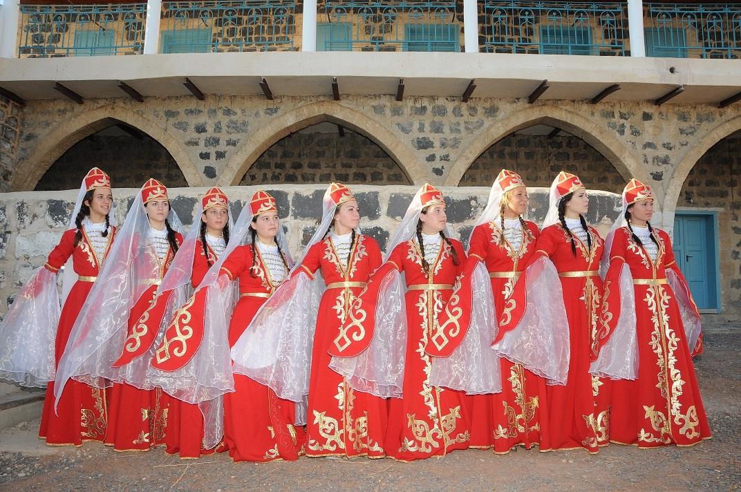 רקדניות בכפר קמא