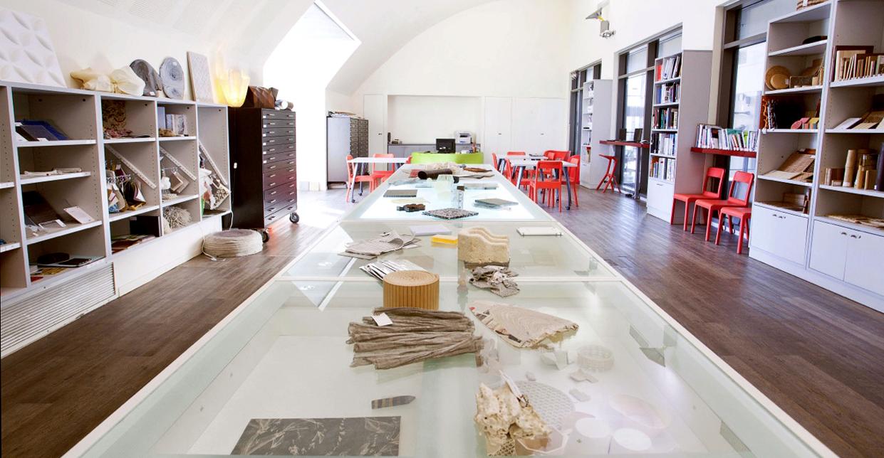 """חלל ספריית החומרים ע""""ש אהרון פיינר עדן במוזיאון העיצוב חולון_צילום לין קוניו"""